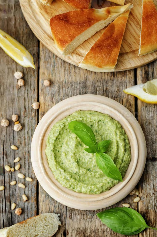 Basilikum Pesto Hummus foto