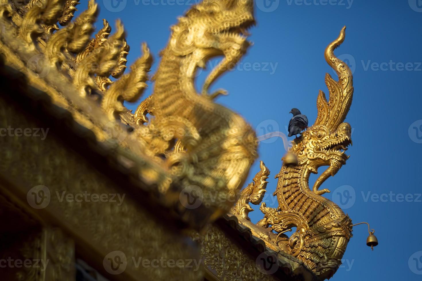 Dach des thailändischen Tempels foto