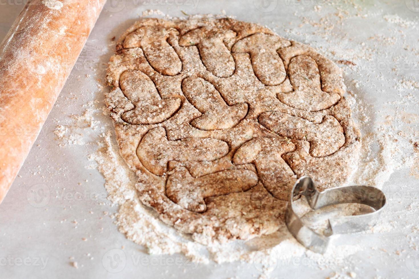 Zubereitung von gesalzenen Keksen mit Pilzsäge foto