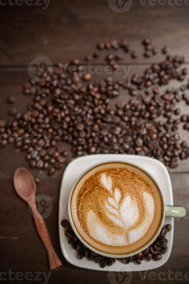 Latte Art Kaffee mit Kaffeebohne foto