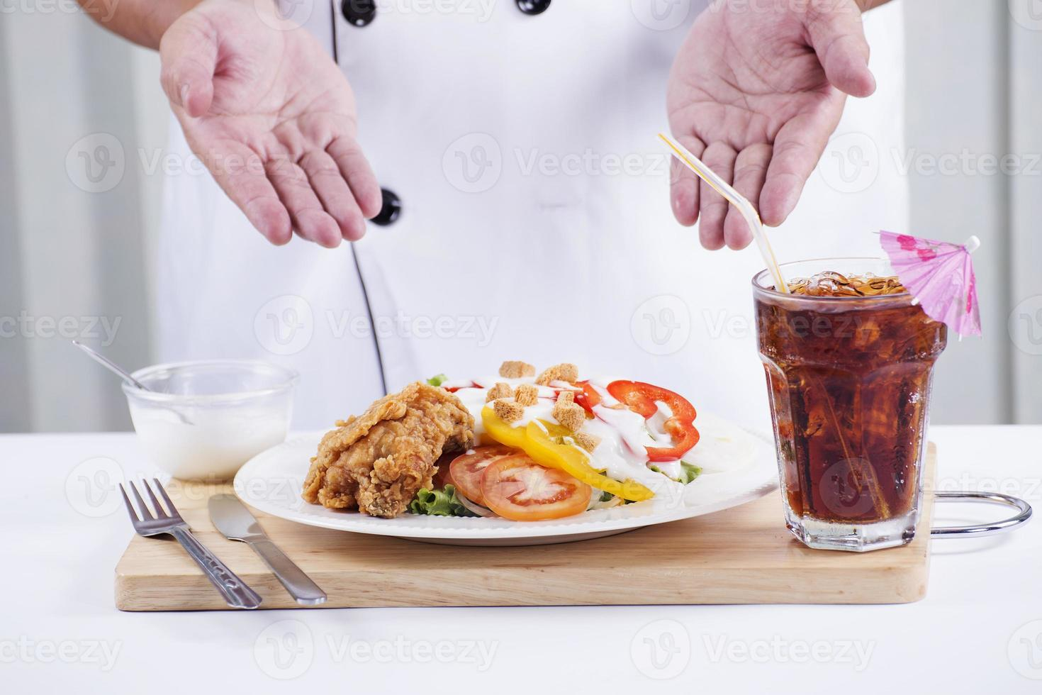 Brathähnchensalat mit Cola foto