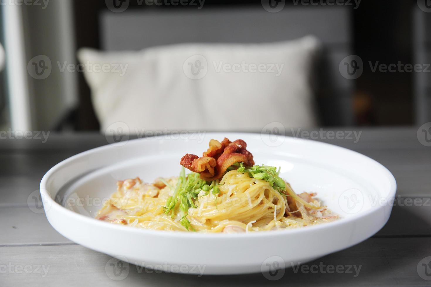 Spaghetti Carbonara mit Speck foto