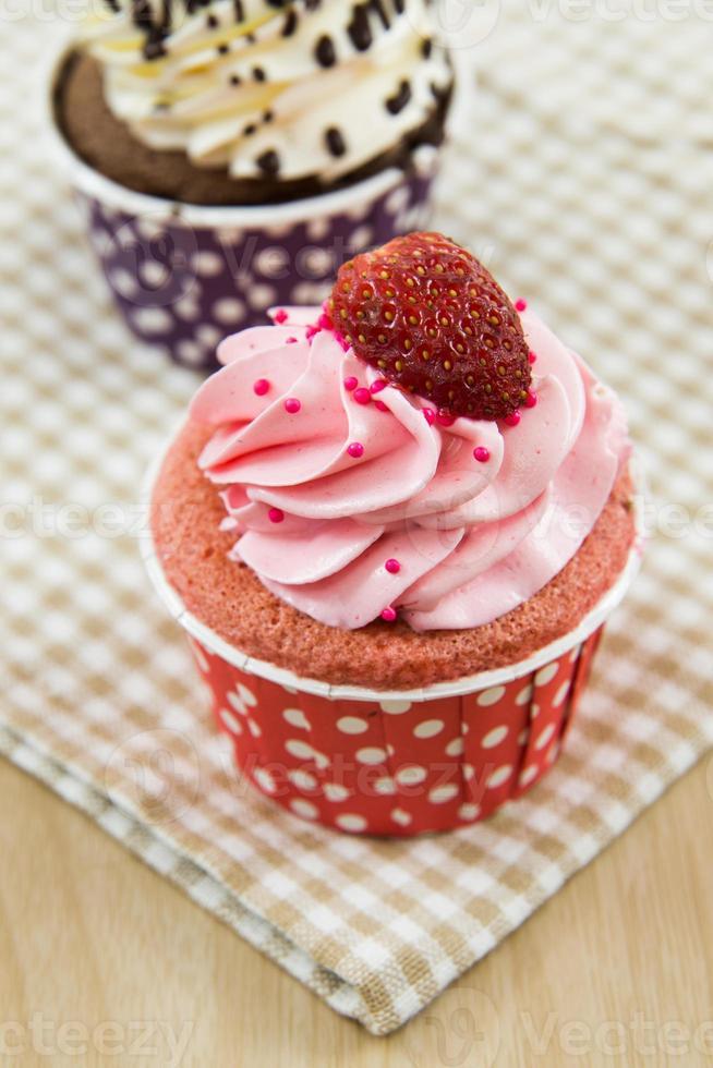leckerer Cupcake mit Buttercreme foto