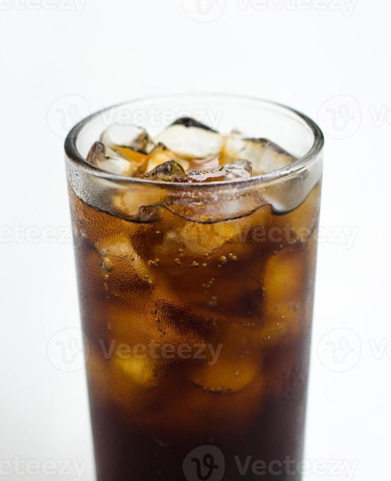 kaltes Soda-Eisgetränk in einem Glas foto