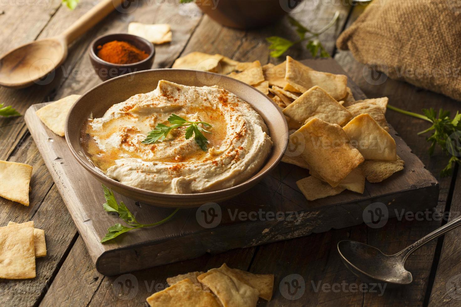 gesunder hausgemachter cremiger Hummus foto