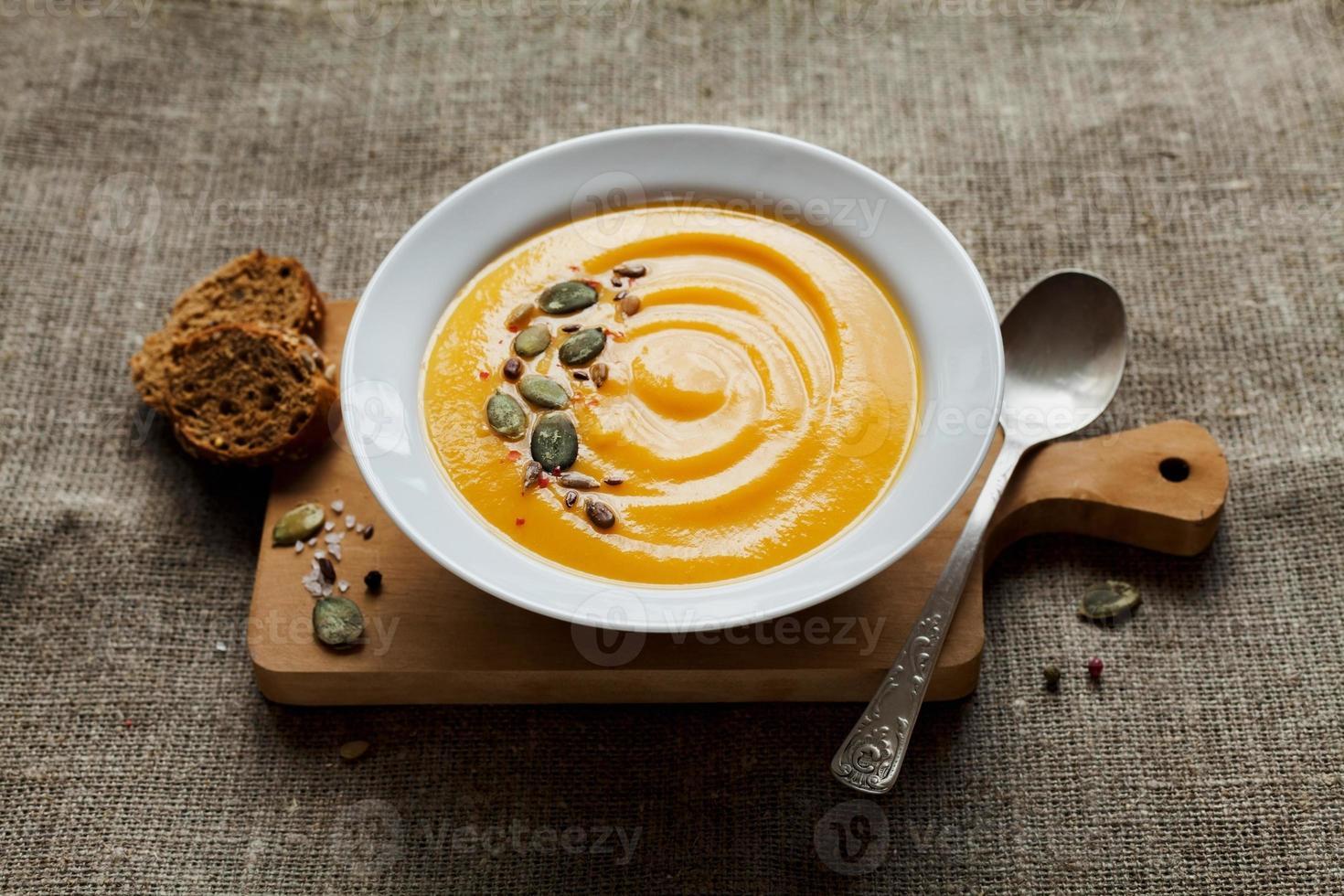 Kürbiscremesuppe, diätetische Gemüsesuppe foto