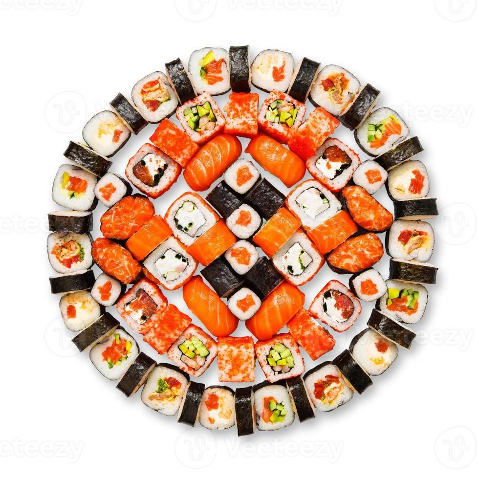 Satz von Sushi, Maki, Gunkan und Brötchen isoliert bei Weiß foto