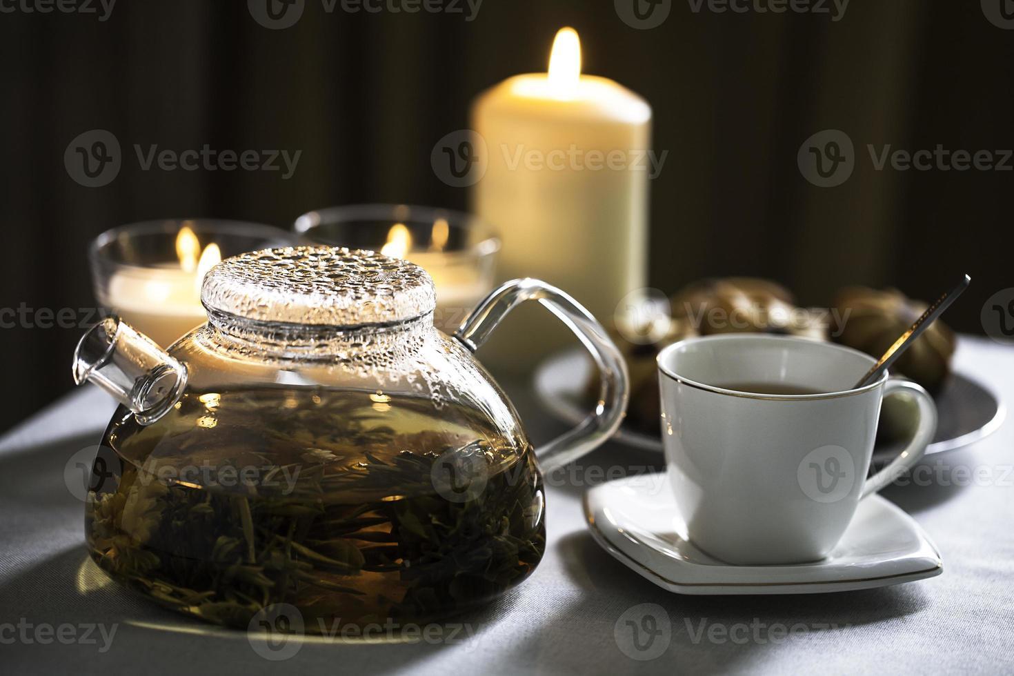 Tasse Tee und Teekanne foto