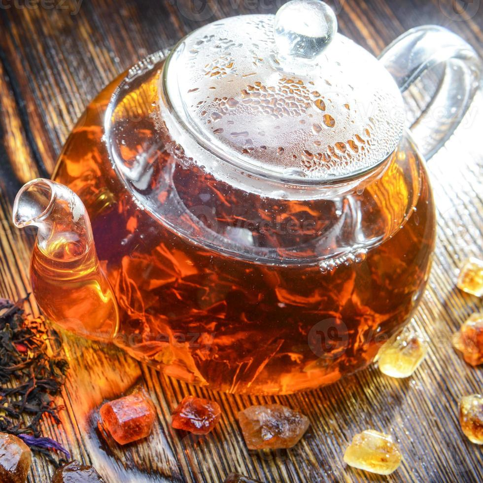 Teekomposition auf einem hölzernen Hintergrund foto