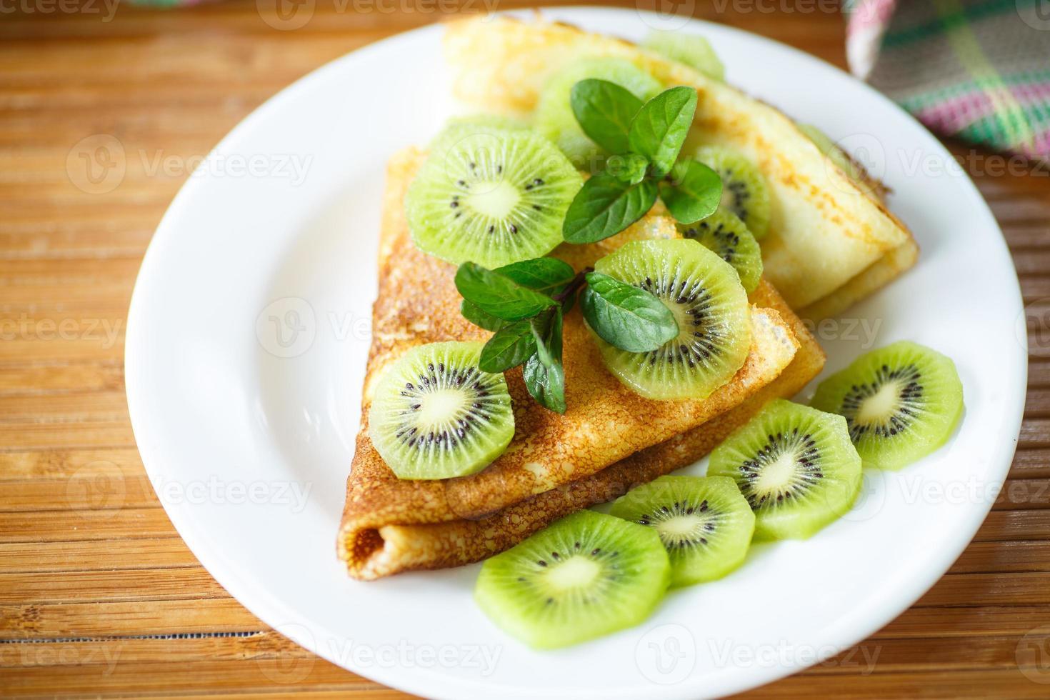 Pfannkuchen mit Kiwi foto