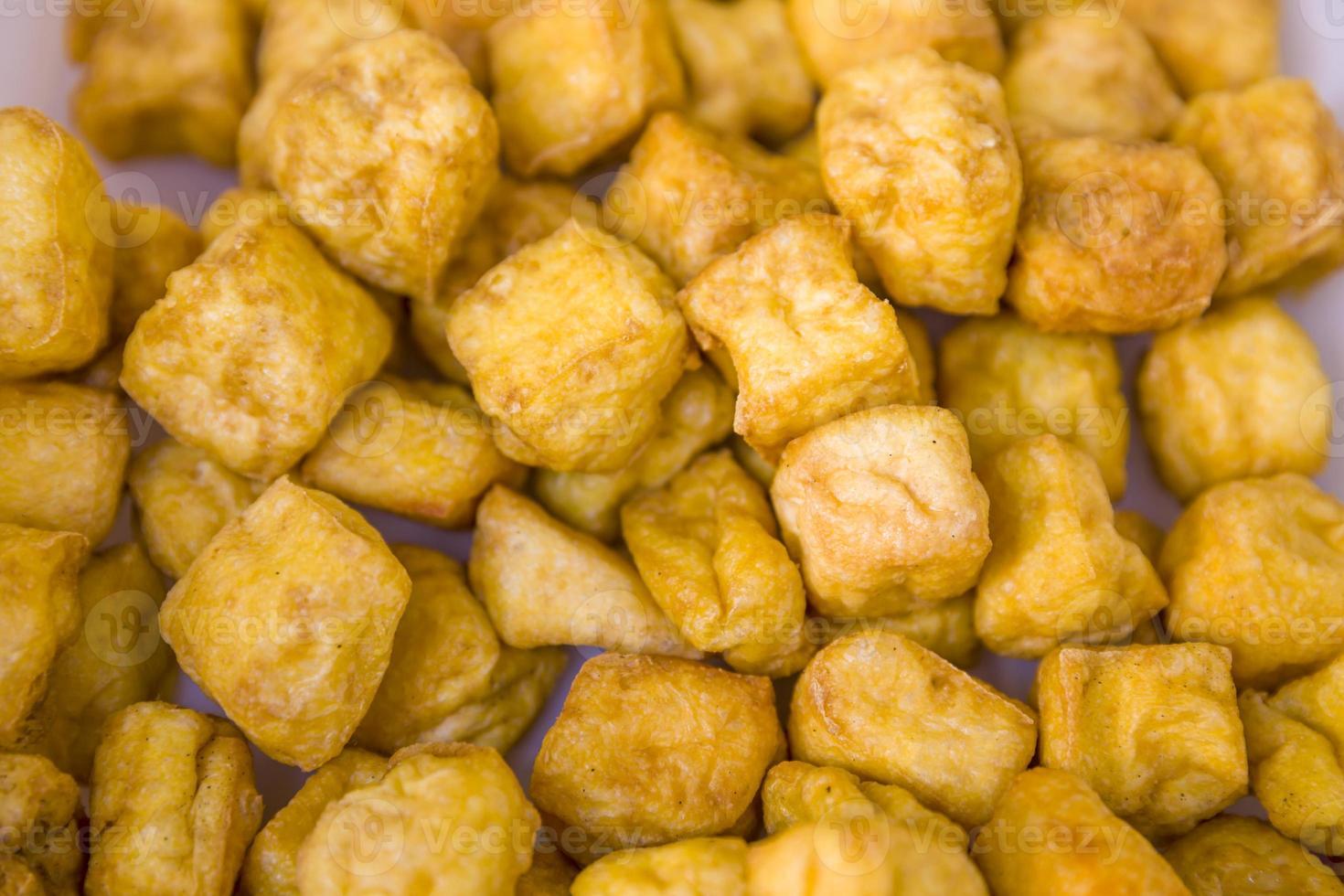 frisch gefrorener Tofu. foto