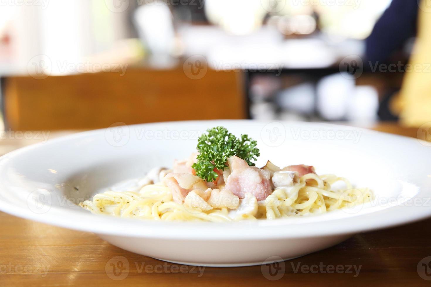 Spaghetti weiße Sauce mit Speck foto