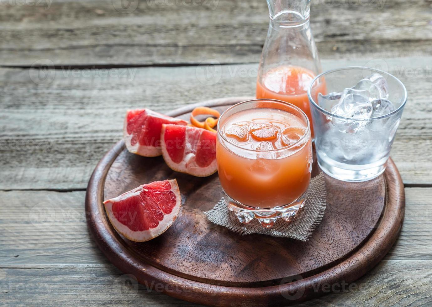Grapefruit frisch auf dem Holztisch foto
