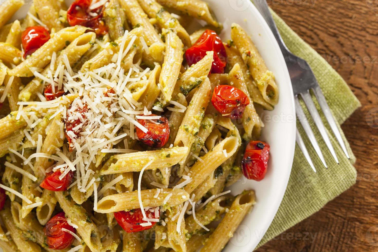 leichte hausgemachte Pesto Pasta foto