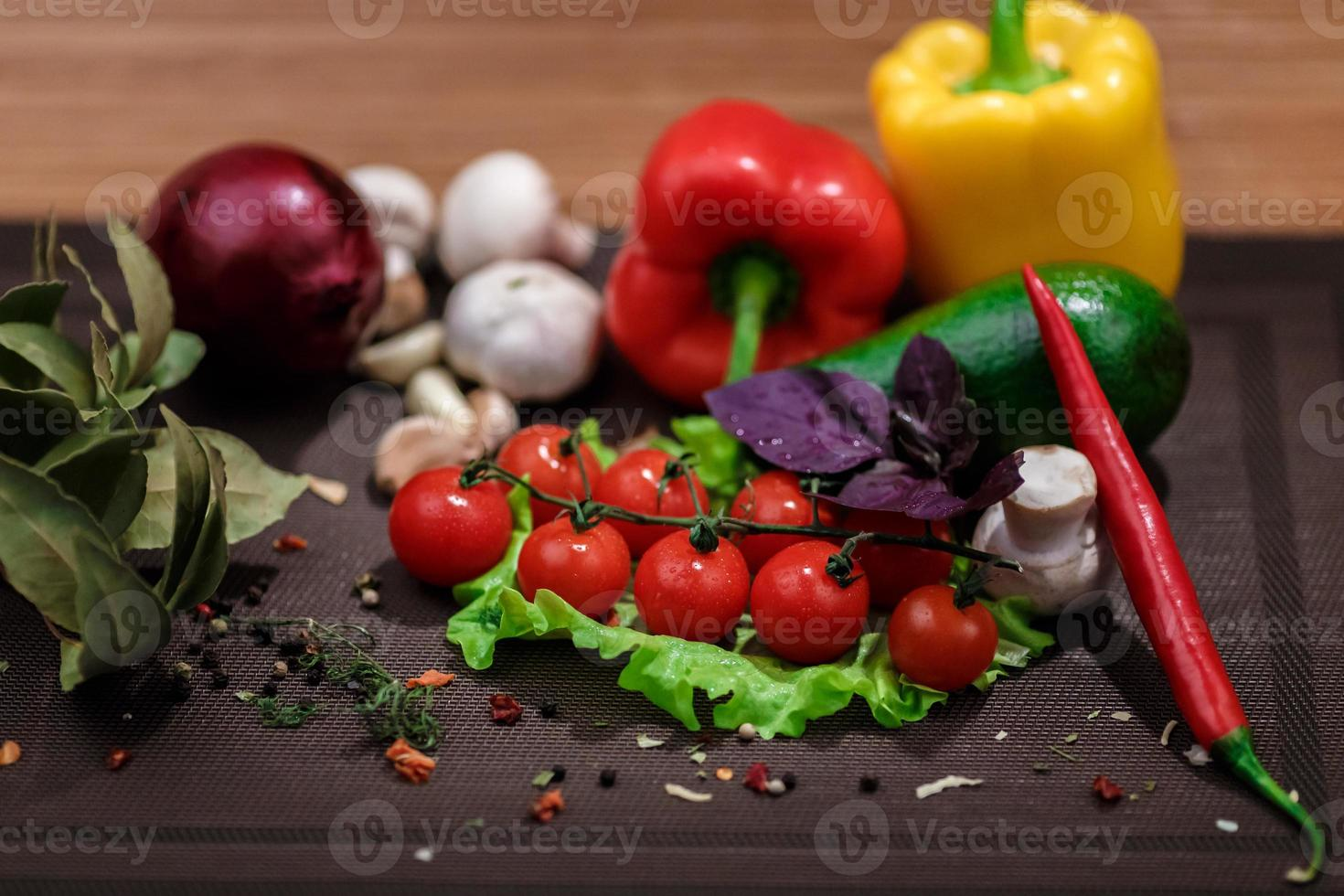 frisches Gemüse und Gewürze foto