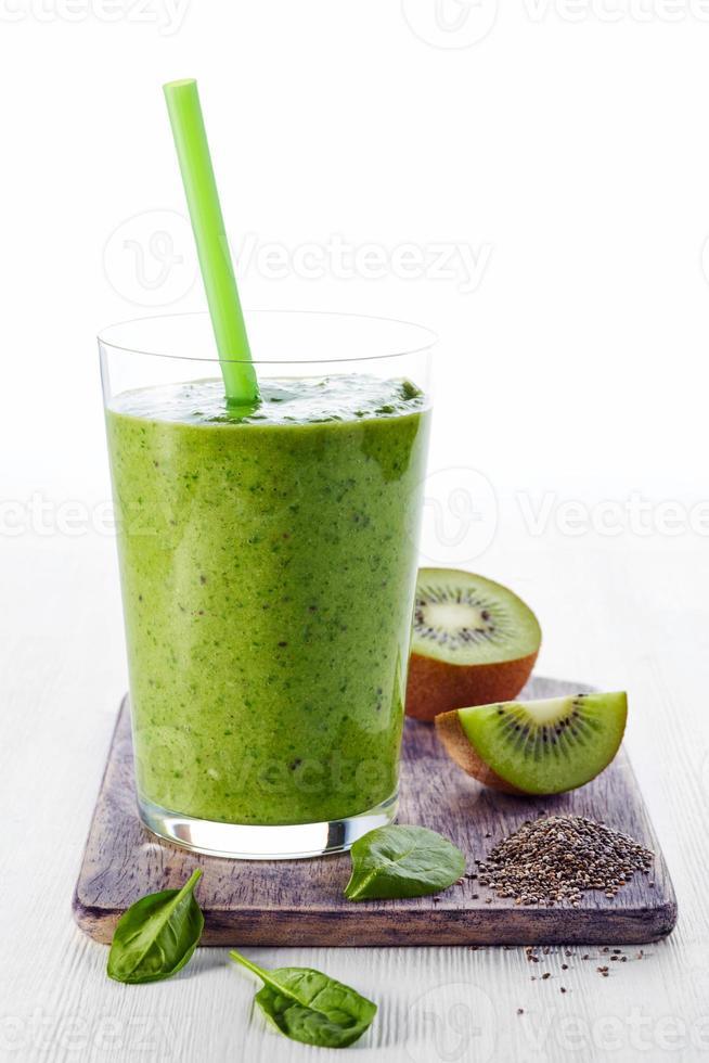 gesunder grüner Smoothie foto