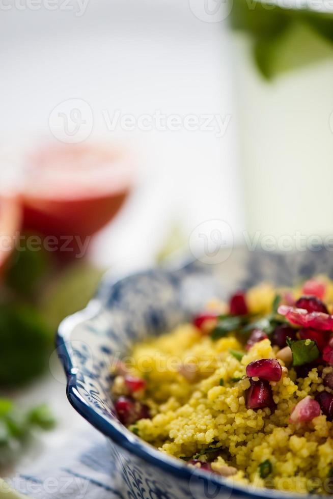 Nahansicht, Couscous-Salat mit Granatapfel foto
