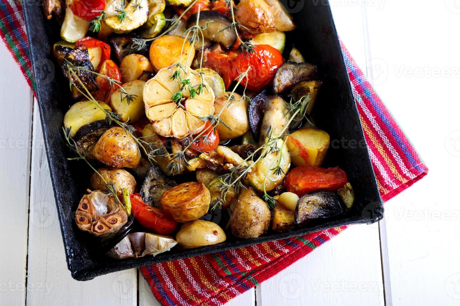 gebackenes Gemüse mit Rosmarin foto