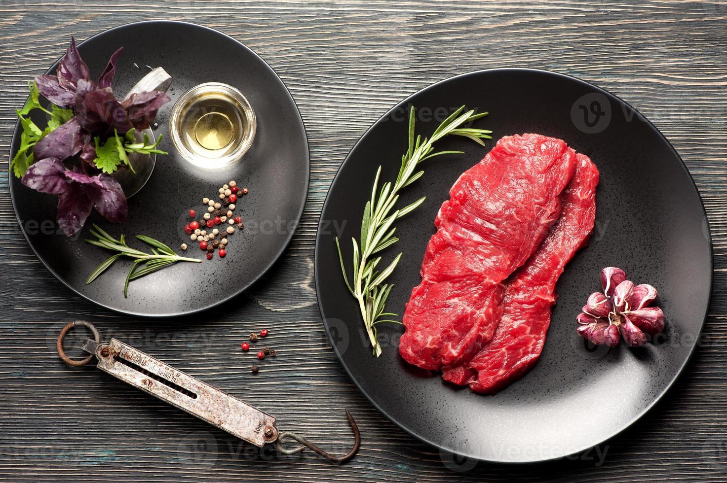 rohes Ribeye-Steak entrecote. Draufsicht foto