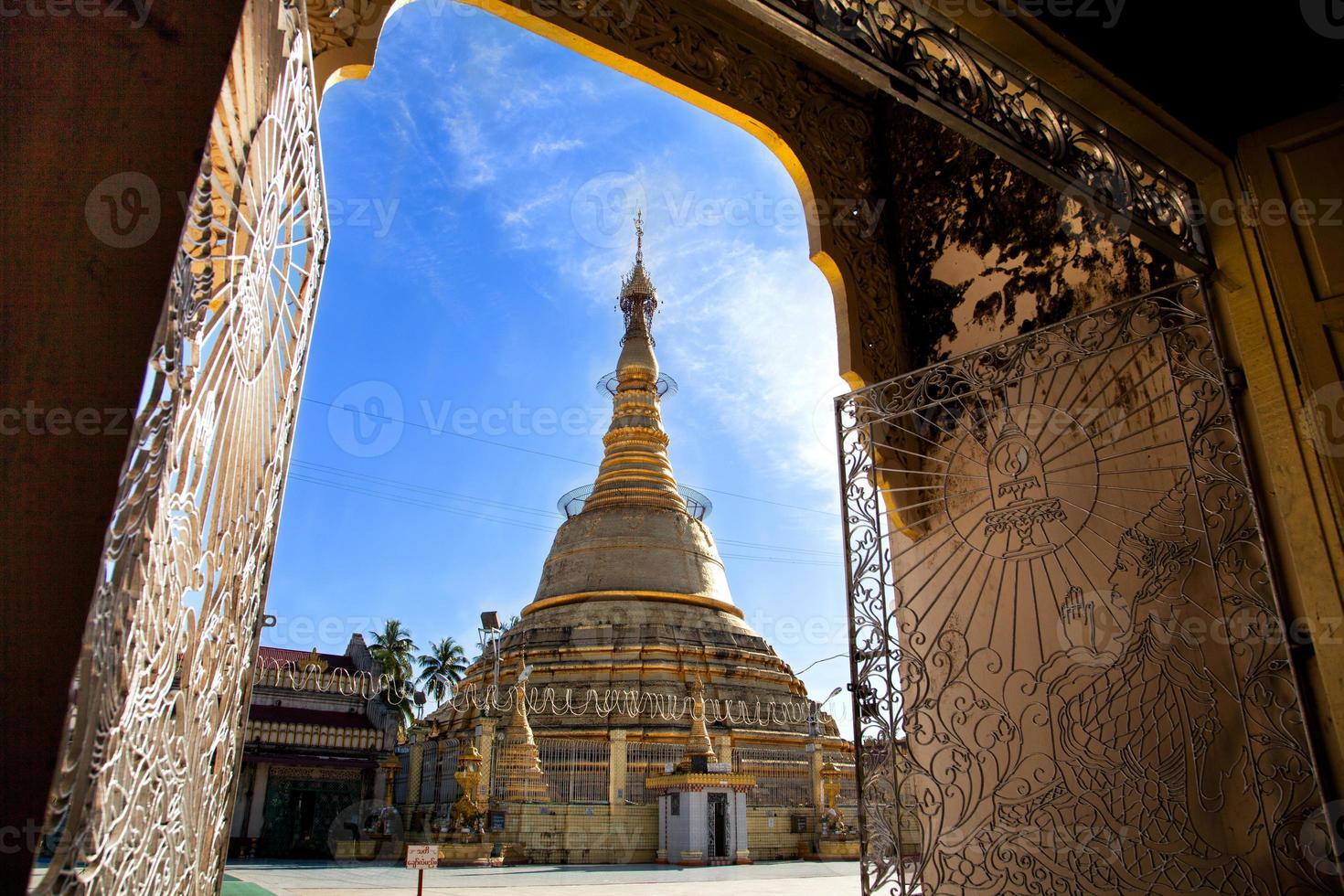 Botahtaung Pagode in Yangon, Myanmar foto