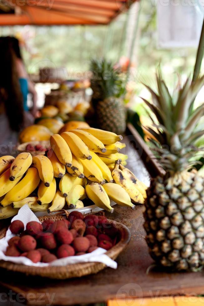 tropischer Obststand foto