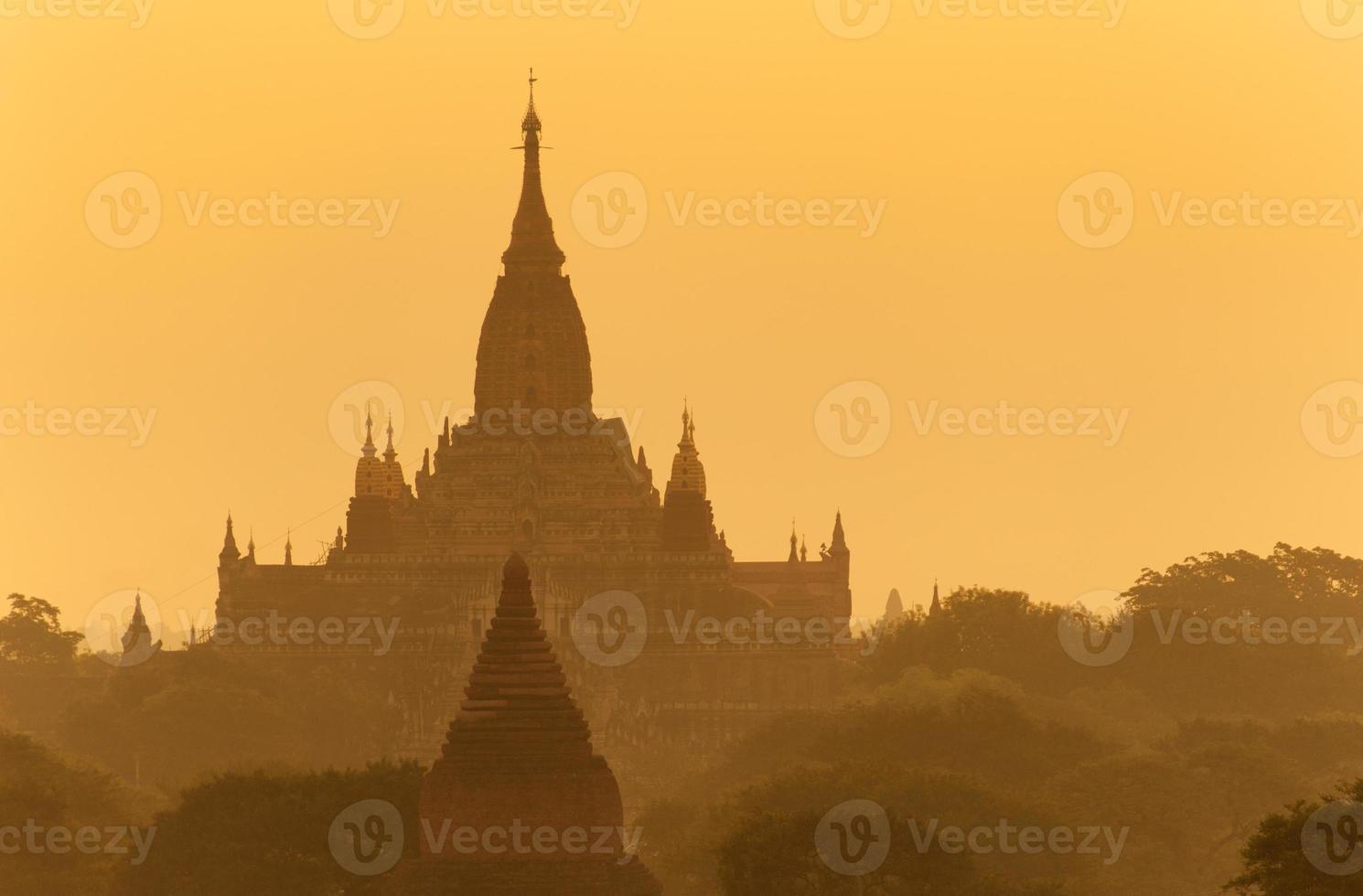 Ananda Tempel mit Sonnenlicht in Bagan, Myanmar foto
