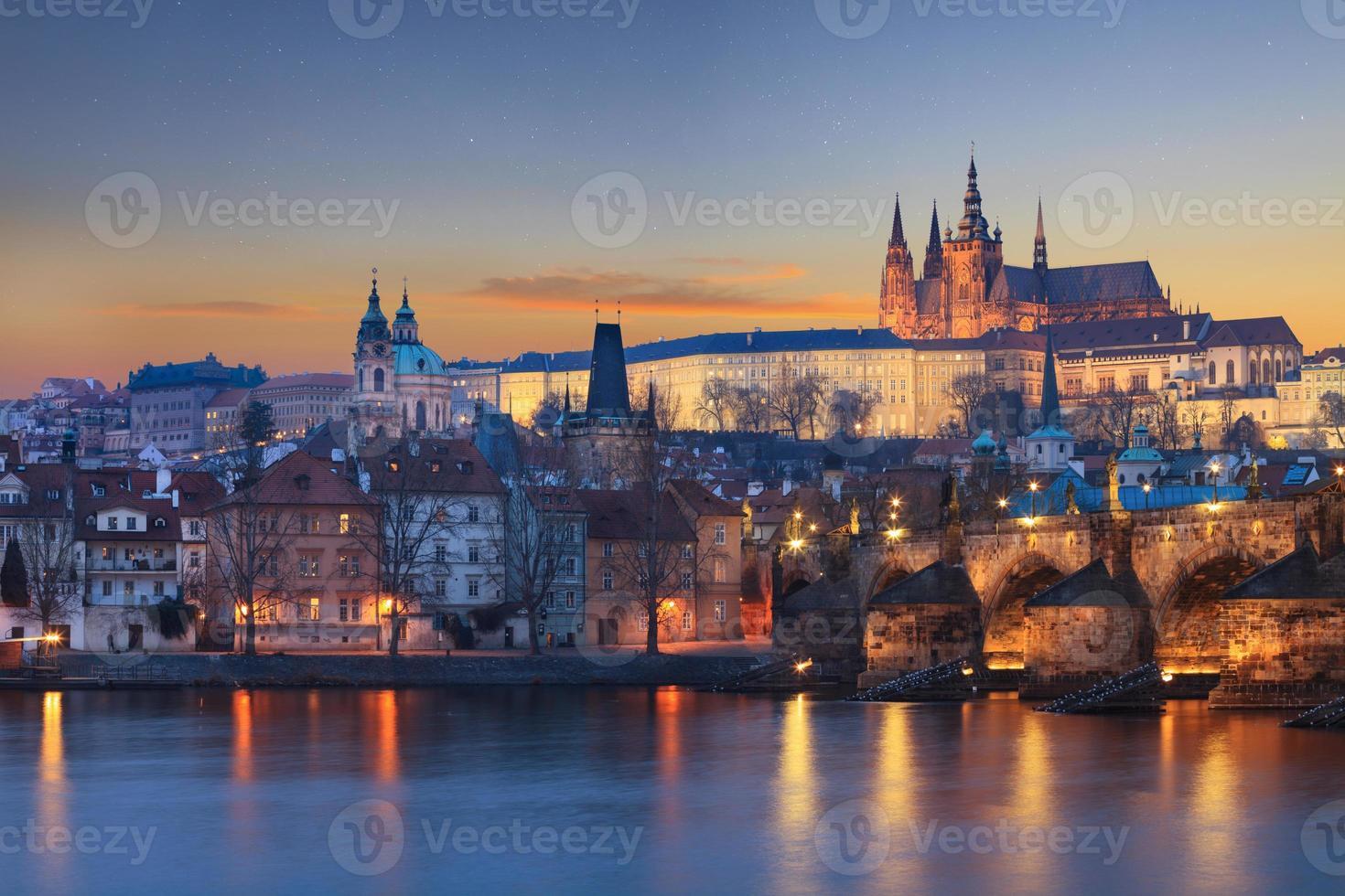 Landschaft der Charles Bridge in Prag foto