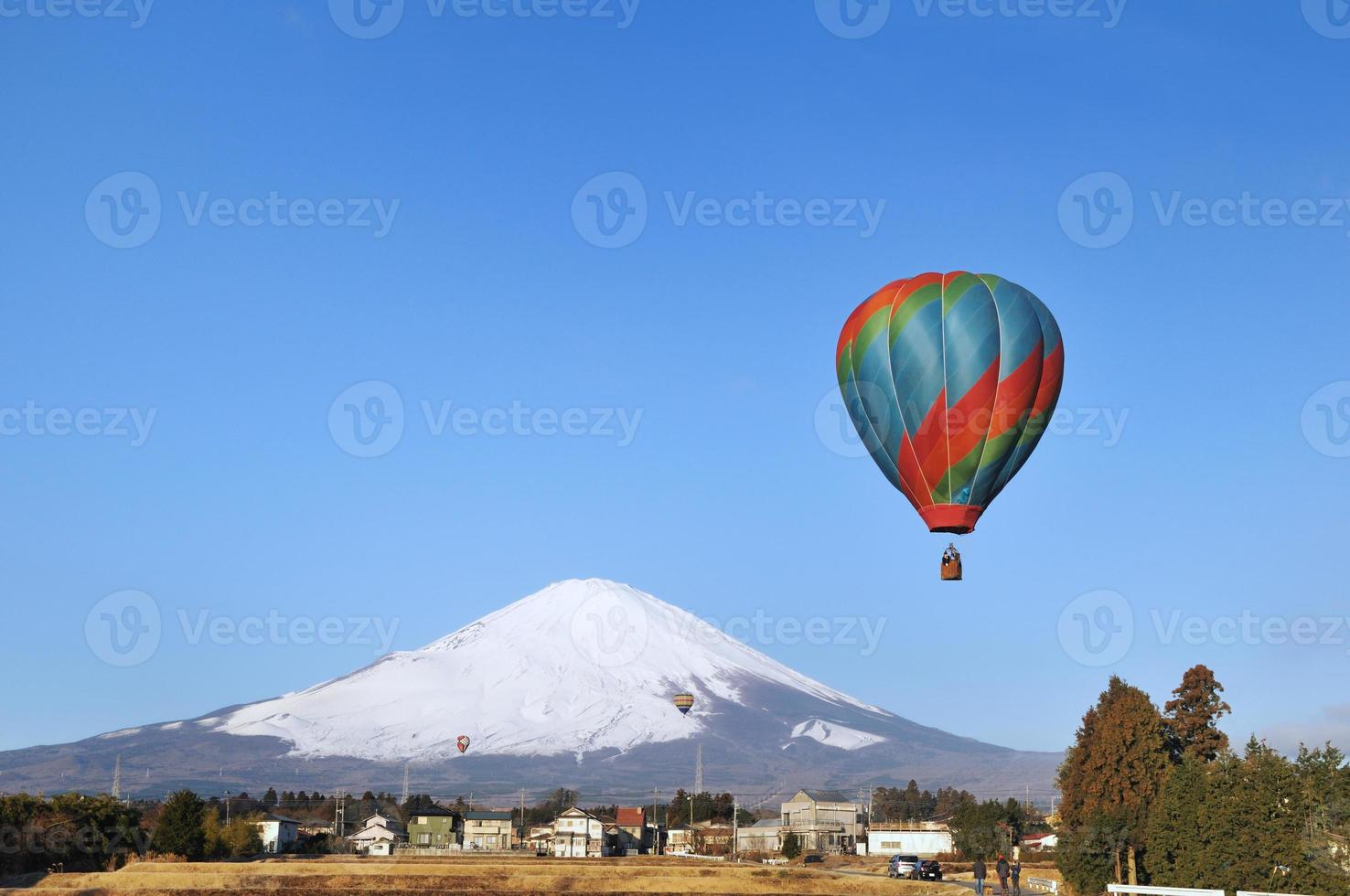 Fuji und Heißluftballon foto