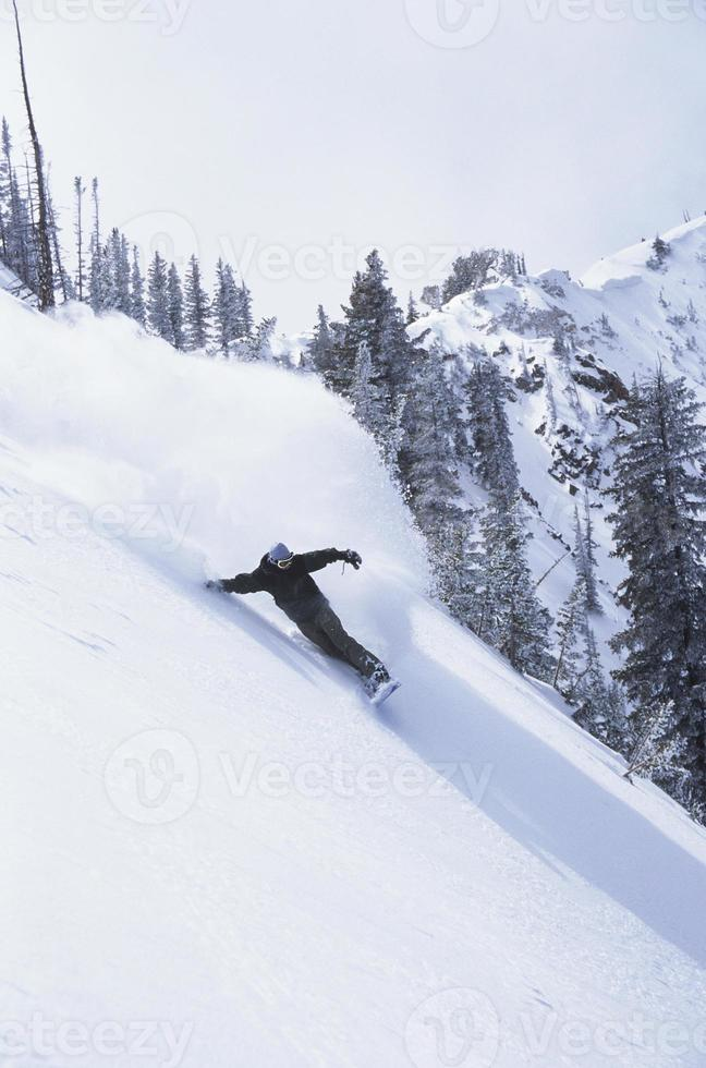 Snowboarder am Hang foto