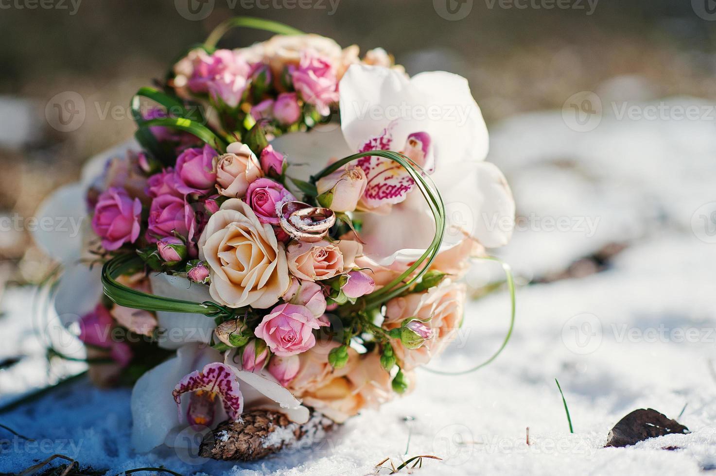 Hochzeitsstrauß am Wintertag foto