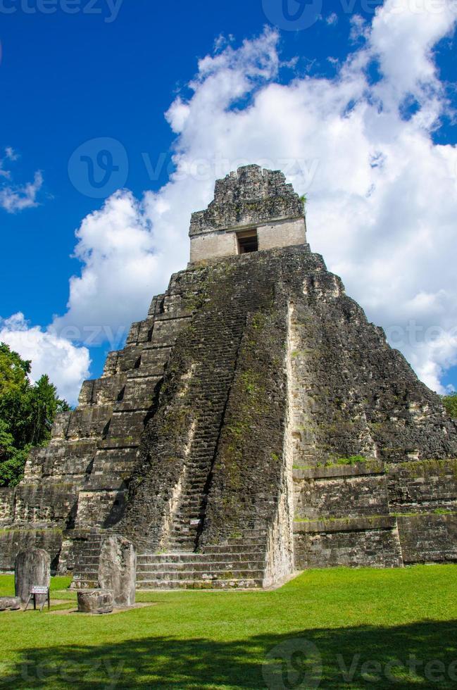 Tikal Ruinen und Pyramiden foto