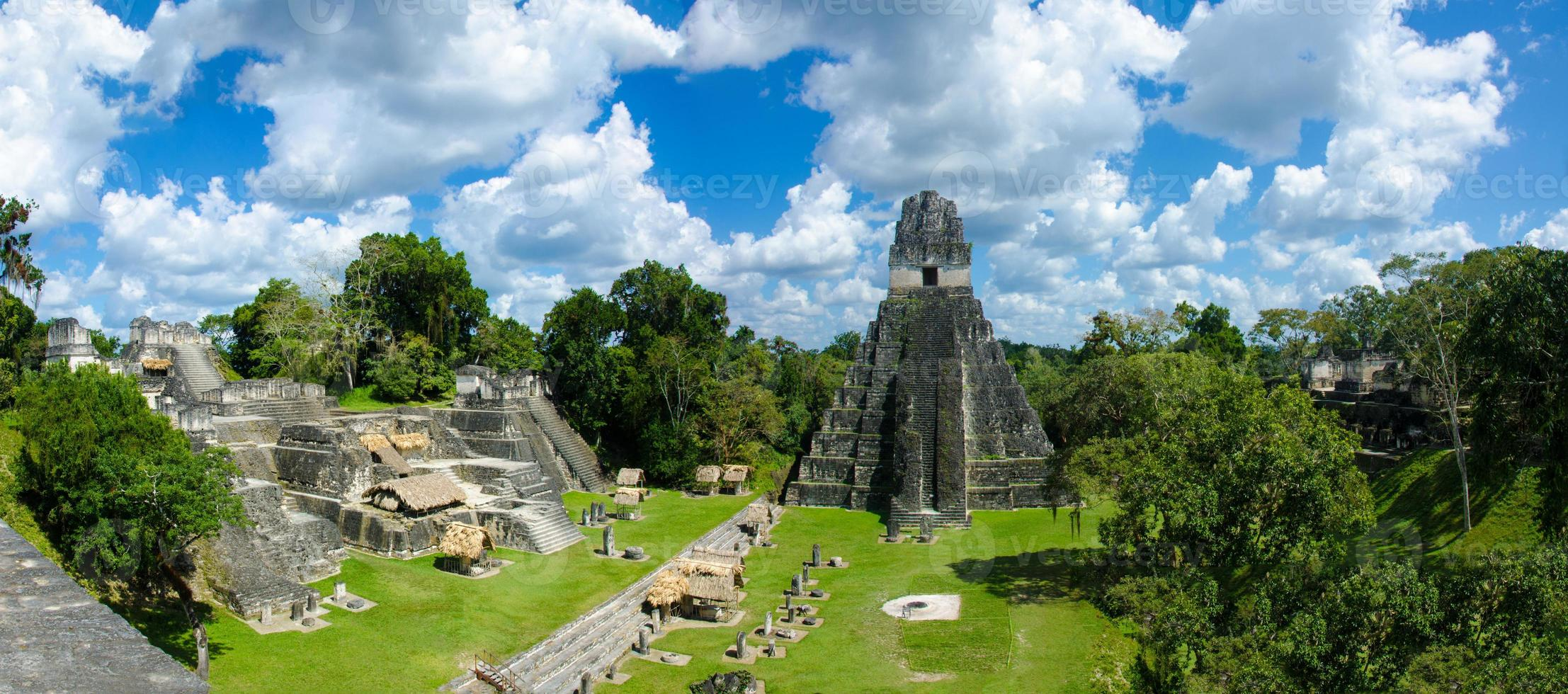 Panorama Tikal Ruinen und Pyramiden foto