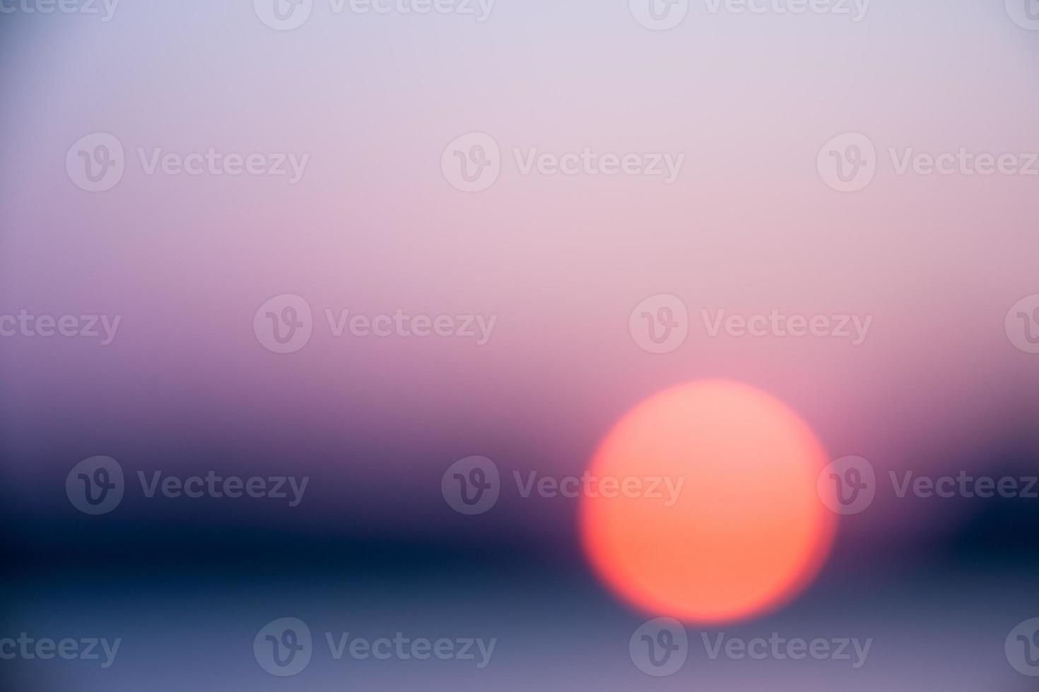 verschwommener Sonnenuntergang See foto