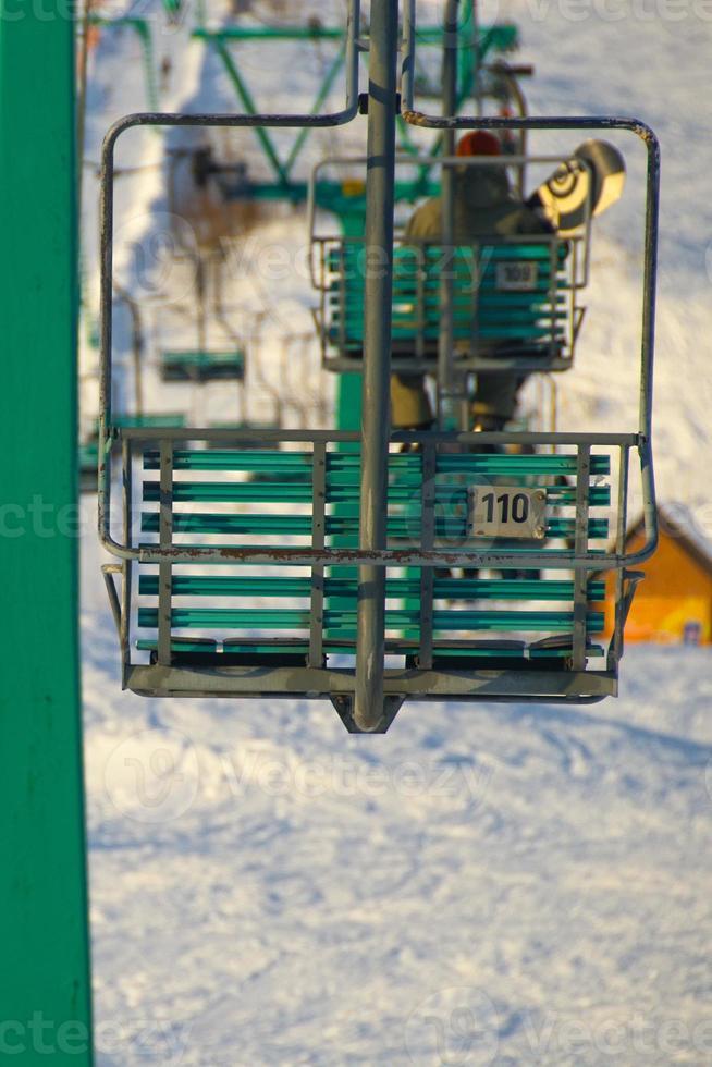 Sessellift des Skigebiets foto