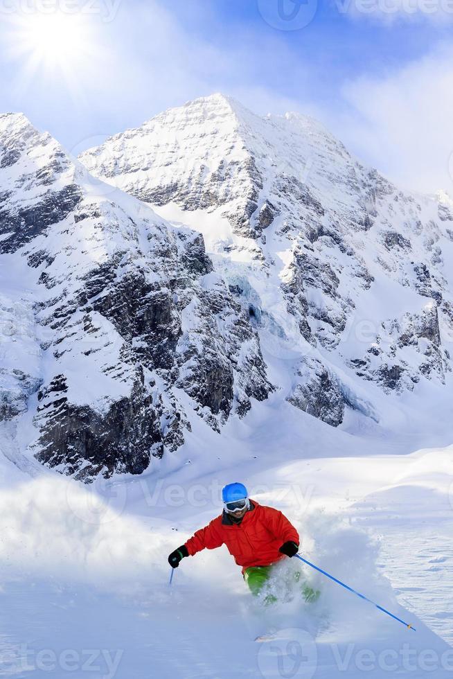 Freeride im frischen Pulverschnee - Man Ski Downhi foto