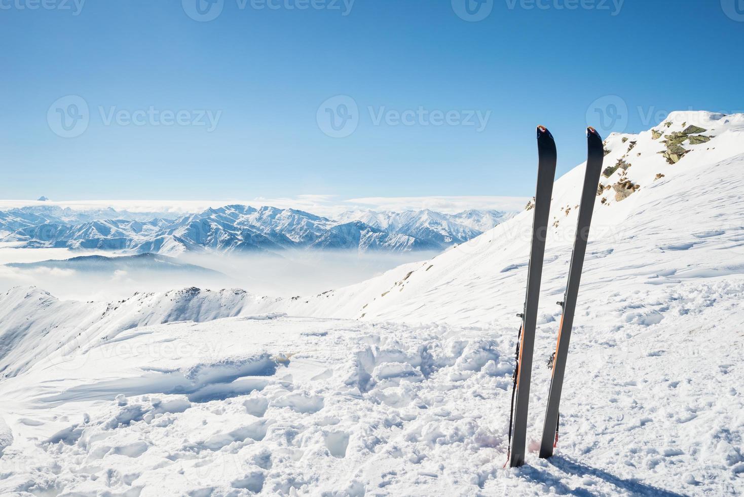 Bergsteigerausrüstung an der Spitze foto