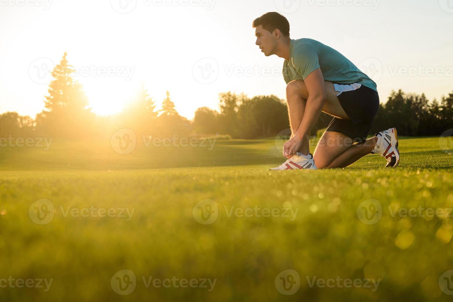Sporen, die sich darauf vorbereiten zu rennen. foto