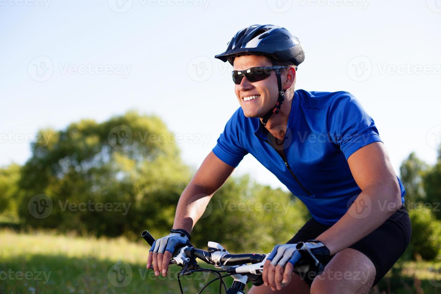 Mountainbiker Fahrrad fahren foto