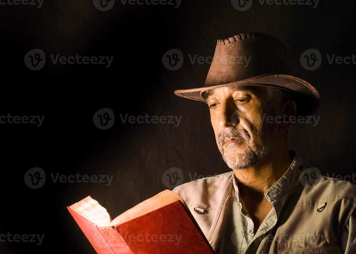Mann mit Hut und Jacke foto
