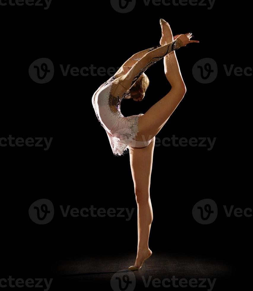 Mädchen engagiert Kunstgymnastik foto