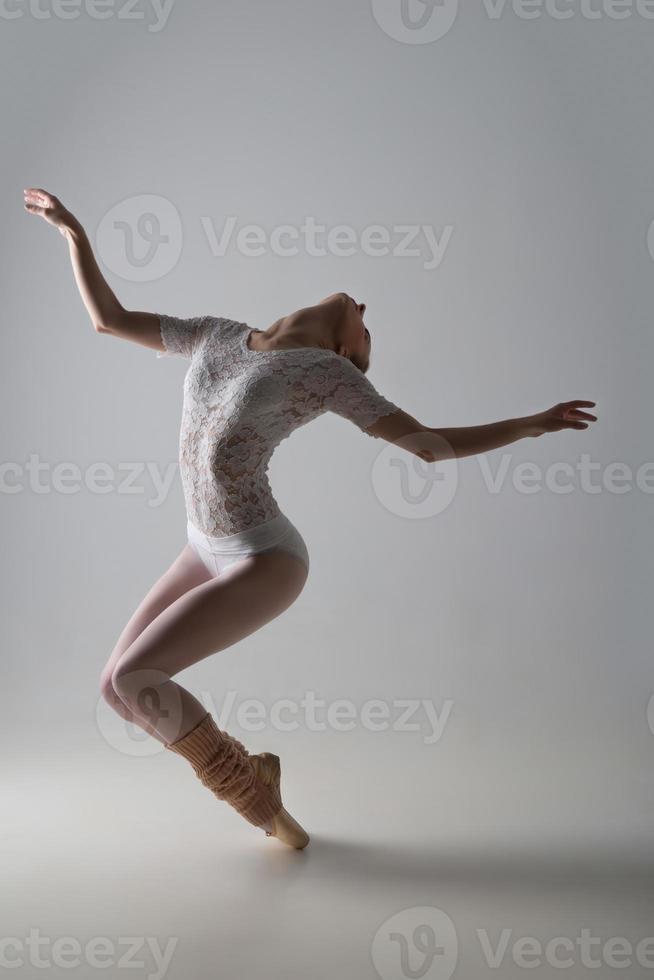 anmutiger Balletttänzer foto