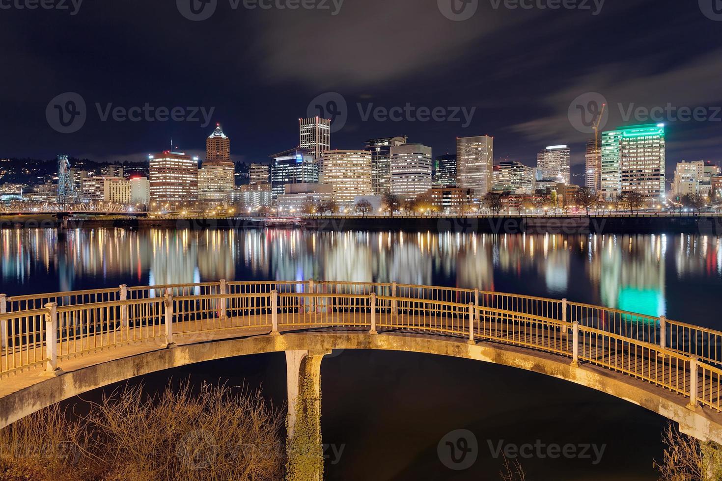 Portland Skyline von der Fußgängerbrücke foto