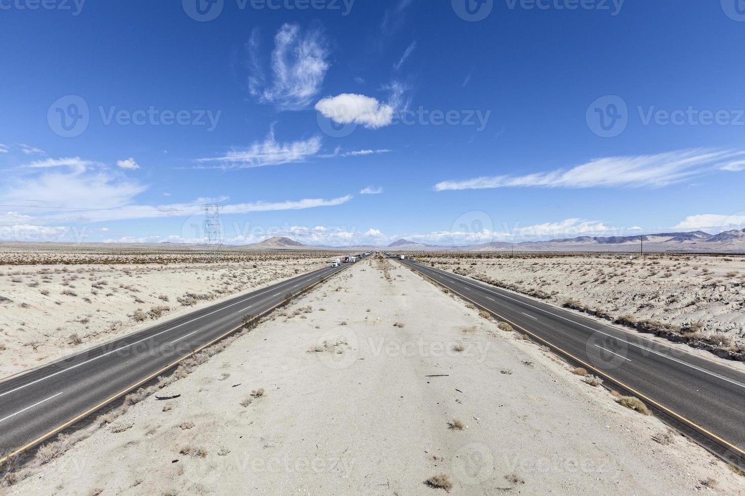 Interstate 15 zwischen Los Angeles und Las Vegas foto