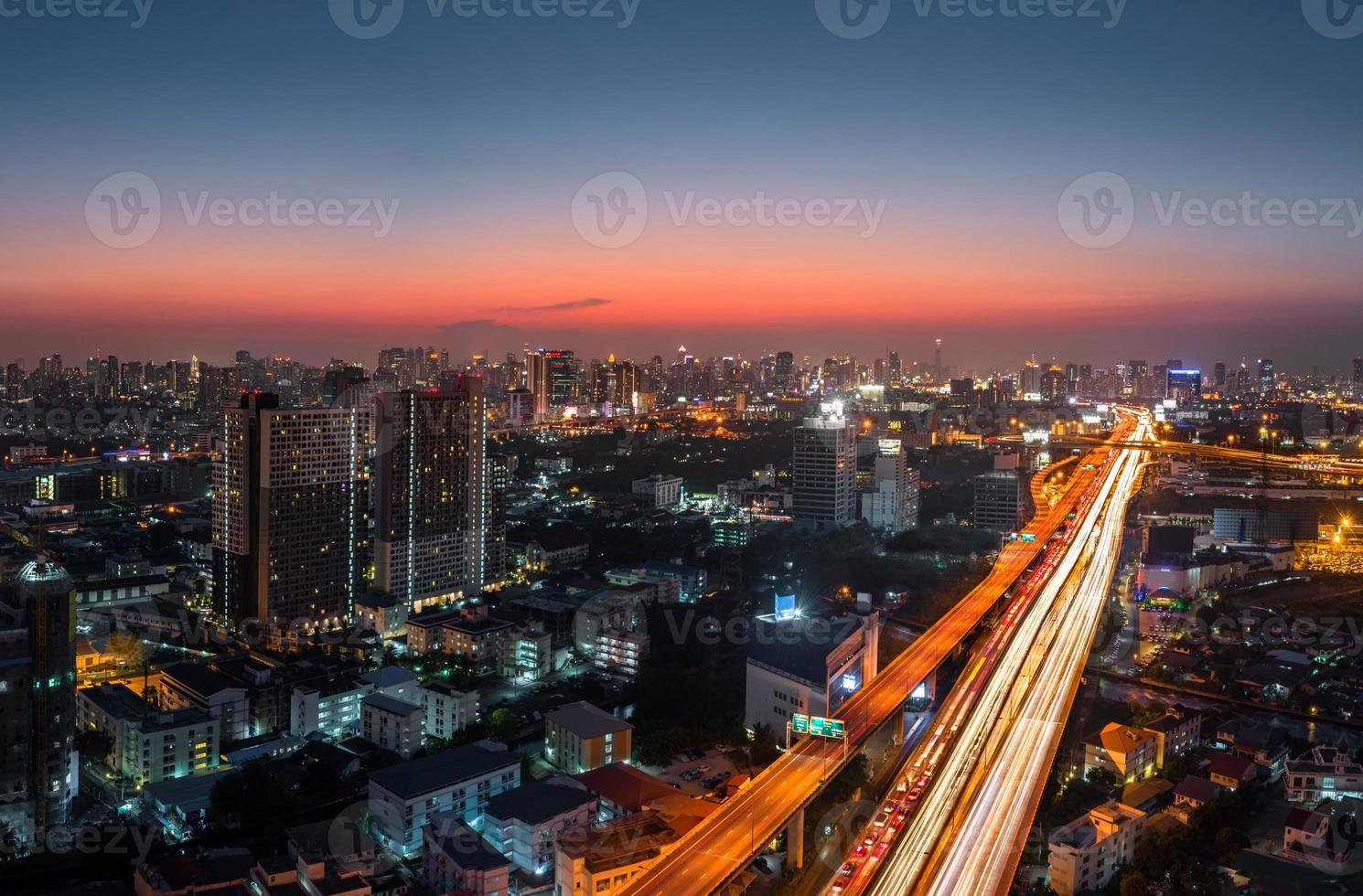Dämmerung Bangkok Stadtstraße foto