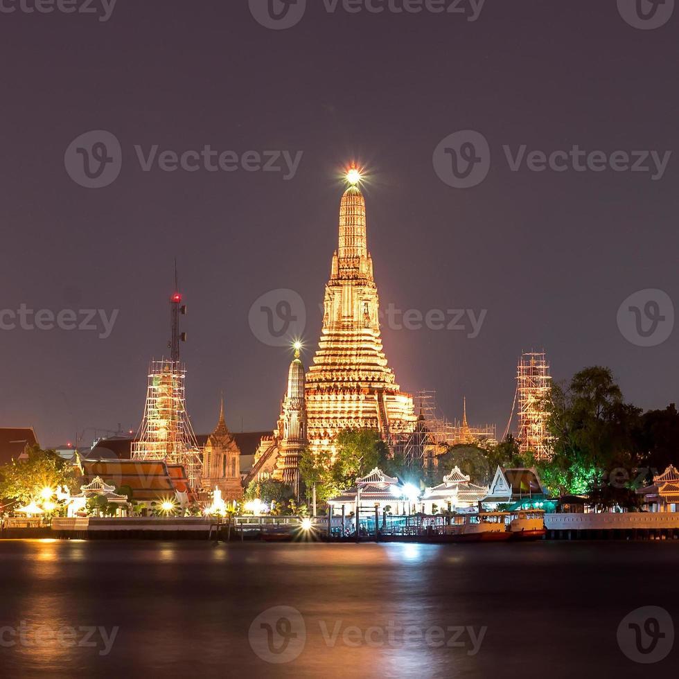Wat Arun in der Dämmerung foto