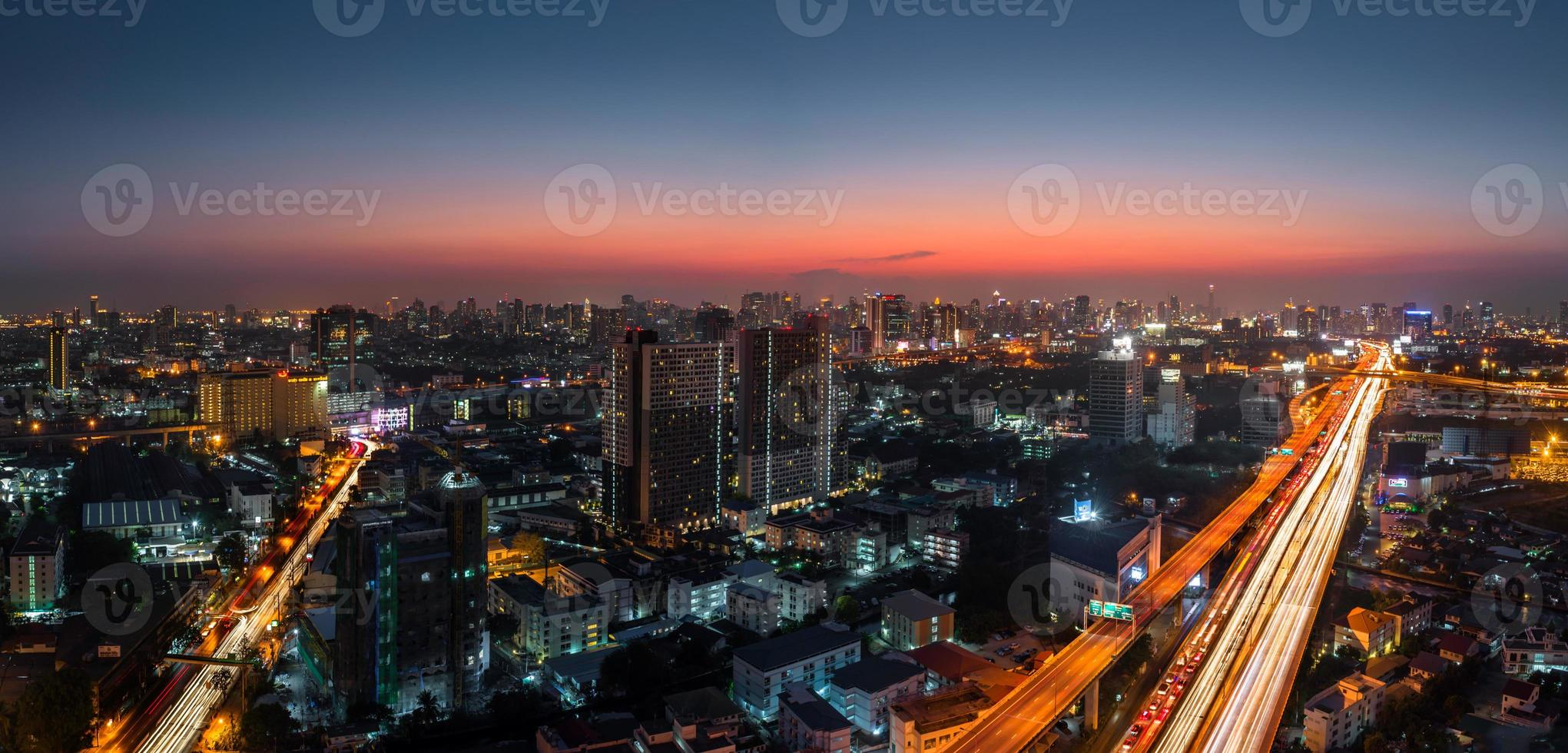 Dämmerung Bangkok Stadtpanorama foto