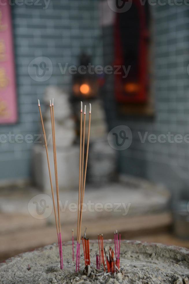 Weihrauch brennt in einem chinesischen Tempel foto