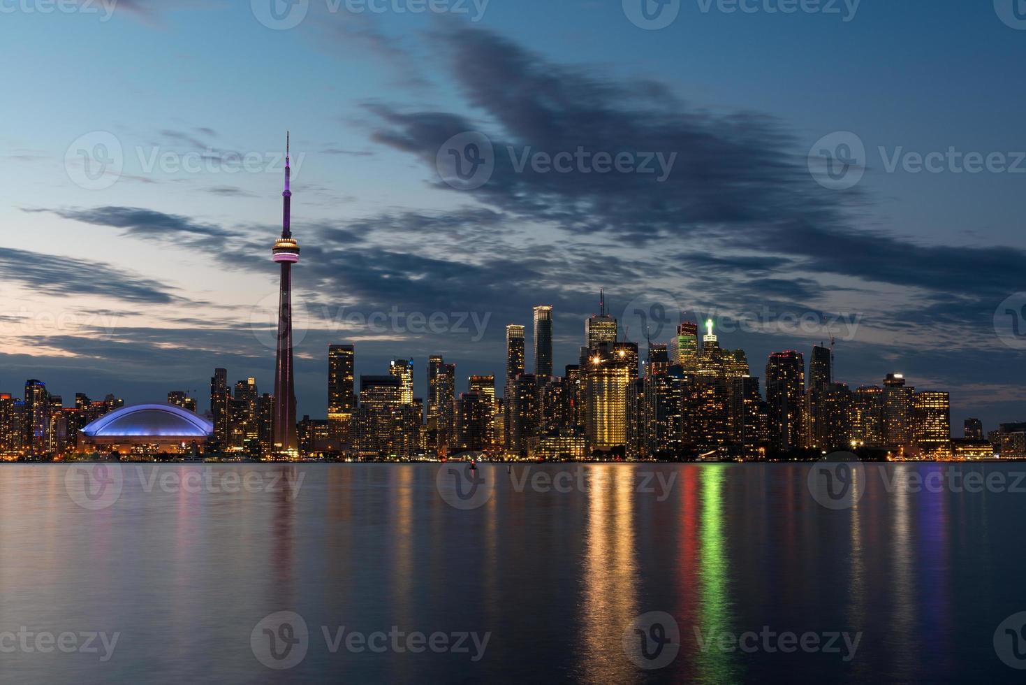 Toronto Skyline in der Abenddämmerung foto