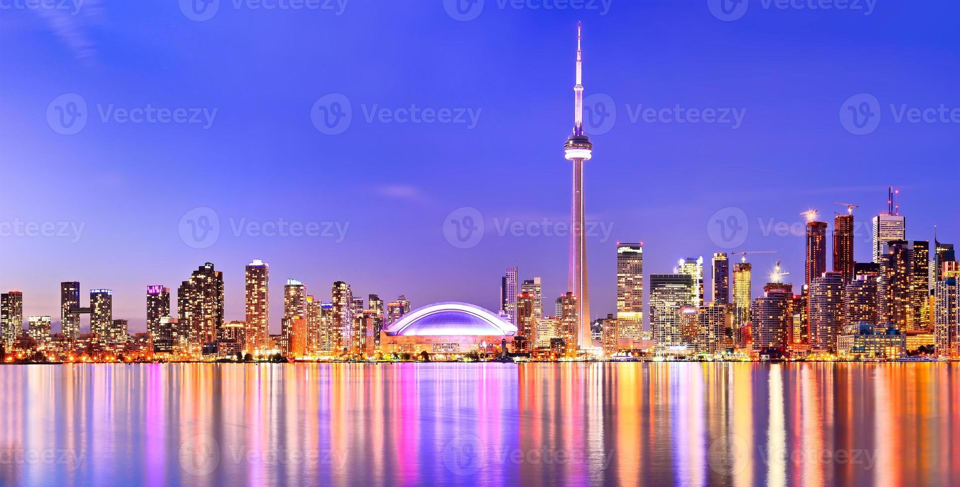 das Spiegelbild der Skyline von Toronto foto