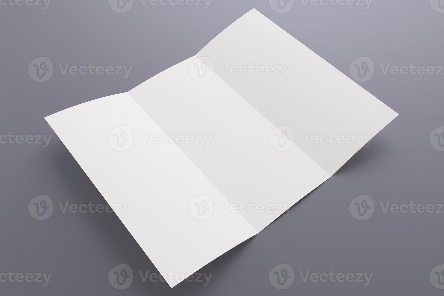 leere geöffnete dreifach gefaltete Broschüre isoliert auf grau foto